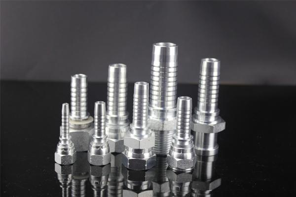 Фитинги 10411 имеют метрическое наружное 24-градусное конусное освещение типа DIN3853. Арматура 10411 изготавливается в диапазоне от 1/4 до 1,1 / 2 дюйма. Фитинги 10411 отделаны оцинковкой, поэтому обычно можно выбрать три типа: оцинкованные, хромированные и никелированные. Фитинги от YH Hydraulic имеют хорошее качество, которое можно легко установить и использовать в течение длительного срока.